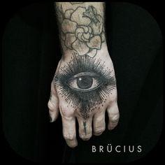 #BRÜCIUS #TATTOO #SF #SanFrancisco #brucius #natural #science #engraving #etching #sculptoroflines #dotwork I#blackwork #penandink #lines #nature #eye #hand