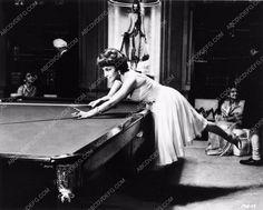 photo Gina Lollobrigida shooting pool film Never So Few 1483-26