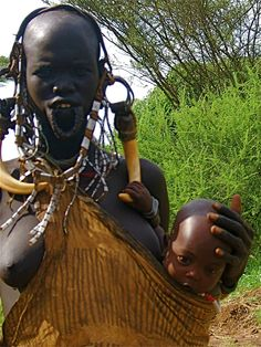 Mother and Child Mursi Tribe, Mother Images, People Of The World, Mother And Child, Ethiopia, Around The Worlds, Africa, Faces, Statue