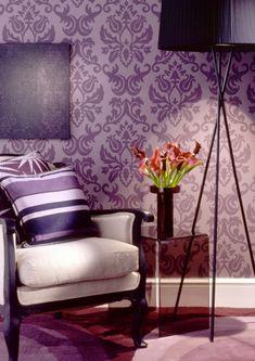 interessantes barock wohnzimmer - lila tapete