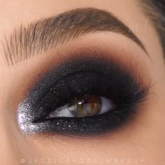 Witness the perfect smokey eye look. Yes, we're talking about this one right here! By: videos black BLACK SMOKEY EYE Makeup Vs No Makeup, 60s Makeup, Blue Eye Makeup, Makeup For Brown Eyes, Sephora Makeup, Cheap Makeup, Makeup Set, Makeup Tips, Makeup Prices