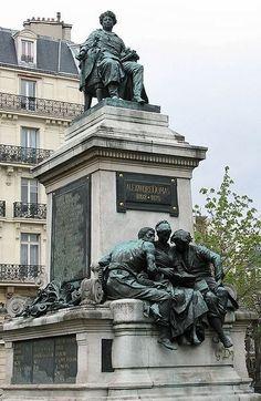 Alejandro Dumas. Plaza de Malesherbes in Paris, France. www.bustsofwritersandpoets.com