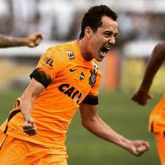 """Sport Club Corinthians Paulista - """"""""Foi uma emoção muito grande. Não sabia o que fazer. Corri e abracei os companheiros que me ajudam sempre. Quem entra, entra para somar e ajudar"""" - Rodriguinho"""