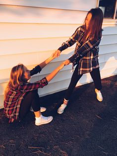 Best friends, friends, fall, plaid, models,poses, photography, tumblr, White converse, outfits, leggings, barn
