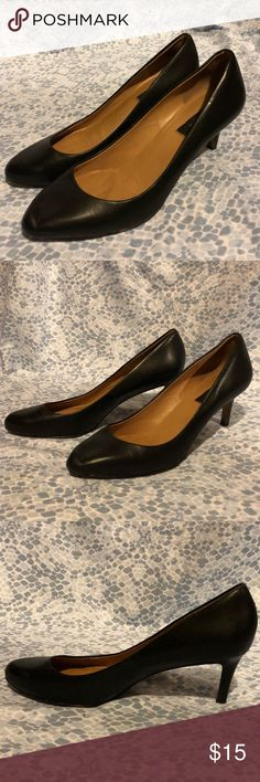 Stylish Black Heels👠 A pair of heels that will match almost anything👍🏻 Super cute for a business meeting or a day out🦋  👠Heel height: 3in Feel free to make a bundle of the things you love and I'll make you a special offer🎲 Ann Taylor Shoes Heels