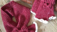 Crochet Club: Matching mitts and scarf for the ladies in your life Crochet Clothes, Crochet Hats, Crochet Projects, Craft Projects, Arm Warmers, Mittens, Free Pattern, Craft Supplies, Crochet Patterns