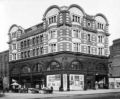 Elephant And Castle tube station, 1907. It had opened the year before by the Baker Street and Waterloo Railway.