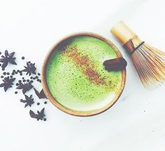 If You're Not Adding This Ingredient To Your Matcha, You're Missing Out On Powerful Gut Healing Benefits — mindbodygreen - Yummy Drinks, Healthy Drinks, Healthy Juices, Refreshing Drinks, Healthy Treats, Healthy Food, Matcha Health Benefits, Chai, Green Tea Dessert