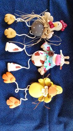 PORCELANA FRIA Y MUCHAS OTRAS COSAS!!!!!!!!!!!!!! Rock Crafts, Diy And Crafts, Crafts For Kids, Polymer Clay Dolls, Polymer Clay Projects, Diy Clothes Hangers, The Farm, Clay Magnets, Clay Cats