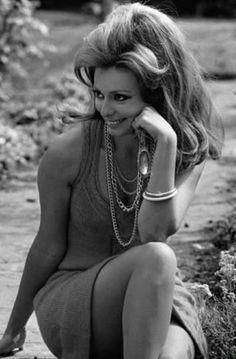 Sophia Loren's Timeless style. Brigitte Bardot, Hollywood Actor, Hollywood Actresses, Actors & Actresses, Vintage Hollywood, Hollywood Glamour, Loren Sofia, Sophia Loren Images, Italian Actress