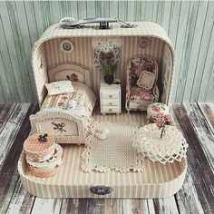 Miniature Bedroom Dollhouse ♡ ♡ By Olga Mokriskaya DIY doll house by using a shoebox - There are different methods of making doll houses using different material. The easiest is to make a DIY doll house by using shoebox. These doll house. Pot Mason Diy, Mason Jar Crafts, Mason Jars, Diy Hanging Shelves, Floating Shelves Diy, Diy 2019, Diy Casa, Wine Bottle Crafts, Diy Home Decor Projects