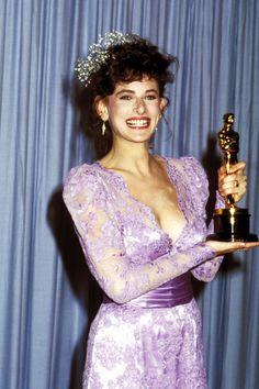 "The Academy Awards Ceremony Marlee Matlin Best Actress Oscar for ""The Children of a Lesser God"" Oscar Gowns, Oscar Dresses, Marlee Matlin, Academy Award Winners, Oscar Winners, Academy Awards, Tom Hanks, Deaf Actress, Robes D'oscar"