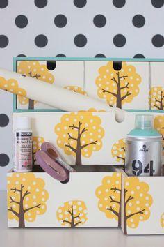 Ich habe aus Tapetenreste die langweilige Kommode 'Moppe' von Ikea verschönert. Mit Decoupage habe ich die Tapete direkt auf die Fächer aufgebracht. Ihr müsst zuerst die Holzfächer damit einpinseln, dann die Tapete darauf bringen und die Tapetenoberfläche (Motivseite) komplett mit … weiterlesen