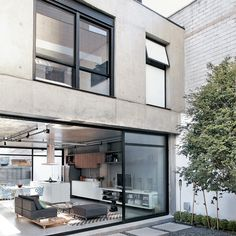 Brazilian architect, Philip Scroback's reinforced concrete house in Sao Paulo Style At Home, Exterior Design, Interior And Exterior, Studio Interior, Interior Shop, Interior Sketch, Interior Office, Interior Livingroom, Home Fashion