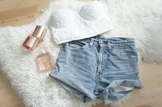 Crop top and high waisted shorts! Simple Summer Outfits, Spring Outfits, Summer Clothes, Short Outfits, Cute Outfits, Crop Top And High Waisted Shorts, Fade Styles, Shirt Skirt, Favim
