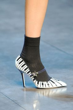 Oh. My.  Piano shoes!
