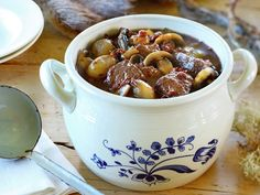 Elk and red wine stew Norwegian Food, Swedish Recipes, Stew, Red Wine, Bacon, Food Porn, Food And Drink, Homemade, Dinner