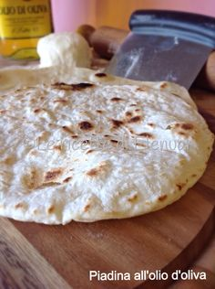 Piadina all'olio d'oliva - Ricetta Base Focaccia Pizza, Food C, Tapas Bar, Salty Cake, Dinner With Friends, Crepes, Pizza Dough, Street Food, Bread Recipes