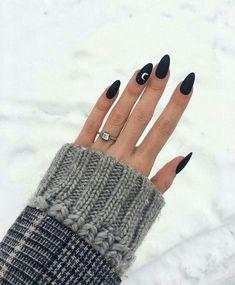 50 perfect almond nail art designs for this winter 35 – Nails Club Cute Acrylic Nails, Cute Nails, Pretty Nails, Glitter Nails, Nail Color Trends, Nail Colors, Winter Nails Colors 2019, Black Nail Designs, Nail Art Designs