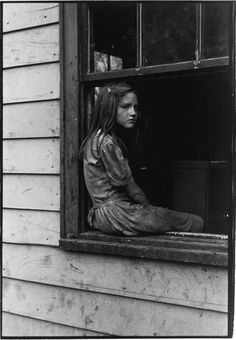 William Gedney, girl sitting on windowsill, Kentucky 1964