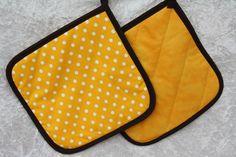 Kochutensilien - Topflappen gelb braun Punkte Küche Grillen Kochen - ein Designerstück von trixies-zauberhafte-Welten bei DaWanda
