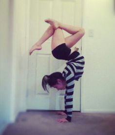 If only I had that kind of back flexibility. Back Flexibility, Stretches For Flexibility, Stretching, Cheerleading Flexibility, Yoga Motivation, Contortion, Pole Fitness, Body Contouring, Dance Pictures