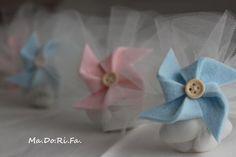 Do.: Le girandole per i confetti: le bomboniere per la . Wedding Favors, Party Favors, Baby Shawer, Baptism Gifts, Pinwheels, Religious Icons, Confetti, Diy Crafts, Textiles