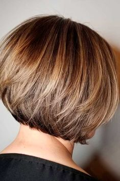 Short Feathered Bob ❤ Impressive Short Bob Hairstyles To Try! ❤ Consider short bob hairstyles, if change is what you seek. It is always fun to try out something new, especially if it is extremely stylish and versatile. Asymmetrical Bob Haircuts, Stacked Bob Hairstyles, Bob Hairstyles For Fine Hair, Trending Hairstyles, Hairstyle Short, Feathered Hairstyles, Short Brunette Hairstyles, Hairstyle Ideas, Quince Hairstyles
