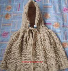Acabei hoje esta capinha para o Biel, achei que devia ter feito um pouco maior acho     que ele vai usar pouco, é que não tenho prát... Poncho Knitting Patterns, Knitted Poncho, Knitted Blankets, Knitting Designs, Knitted Hats, Crochet Girls Dress Pattern, Crochet Pattern, Crochet Baby, Knit Crochet