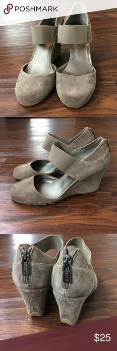 Kenneth Cole Reaction Suede Gray wedges Kenneth Cole Suede Wedges. Worn once. Very light wear. Stylish shoe for the winter Kenneth Cole Reaction Shoes Wedges