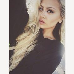 Love the long blonde hair with black underneath. I can definitely rock this look!