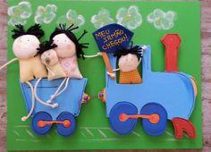 Porta maternidade personalizada colorido família trem www.ateliecolorir.com.br