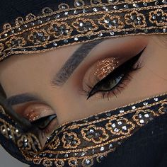 "History of eye makeup ""Eye care"", in other words, ""eye make-up"" is definitely a subject Dark Eye Makeup, Hooded Eye Makeup, Makeup For Green Eyes, Egyptian Makeup, Indian Bridal Makeup, Cleopatra Makeup, Arabian Makeup, Arabian Beauty, Niqab Eyes"