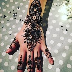 Mehndi is undoubtedly one of the best beauty ornaments that you can wear to decorate yourself and enhance your personality. Presently, applying simple and elegant mehndi designs is no more an issue.