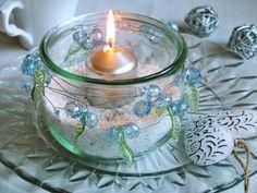 Při uklízení spíže možná najdete sklenici, ze které by šel vyrobit krásný svícen.