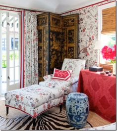 A gorgeous black and gold Chinese screen and a blue and white Chinese garden stool are wonderful touches in this bedroom vignette Interior Decorating, Interior Design, Decorating Ideas, Decor Ideas, Red Rooms, Chinoiserie Chic, Of Wallpaper, Pattern Wallpaper, Beautiful Interiors