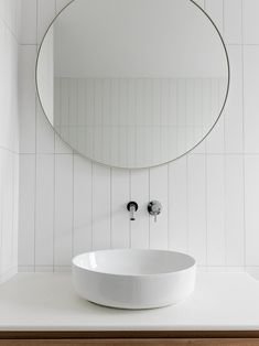 Bathroom faucet: see models and proposals to get inspired - Home Fashion Trend Next Bathroom, Bathroom Red, Small Bathroom, Bathroom Ideas, Guys Bathroom, Budget Bathroom, Modern Bathroom Design, Bathroom Interior Design, Modern Bathrooms