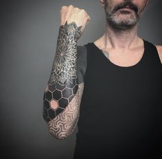 eyeshadow ideas for green eyes natural makeup Torso Tattoos, Lower Arm Tattoos, Elbow Tattoos, Hand Tattoos, Sleeve Tattoos, Geometric Tattoo Hand, Hexagon Tattoo, Geometric Tattoos Men, Tribal Tattoos
