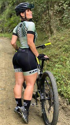 Sexy Ebony Girls, Female Cyclist, Athletic Girls, Cycling Girls, Bicycle Girl, Sporty Girls, Curvy Women Fashion, Female Athletes, Fit Women