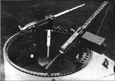 Um canhão Becker à esquerda e uma Parabellum à direita, na proa de um Gotha.