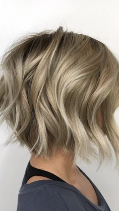 Classic Brunette Balayage - 20 Inspirational Long Choppy Bob Hairstyles - The Trending Hairstyle Graduated Bob Haircuts, Graduated Bob Medium, Blonde Graduated Bob, Bobs For Thin Hair, Wavy Bobs, Bob Haircuts For Women, Messy Bob Haircuts, Stacked Bob Haircuts, Thick Wavy Haircuts