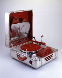 John Vassos, portable phonograph RCA Victor Special, 1937. Aluminium. RCA Manufacturing Company, USA. Via Wolfsonian