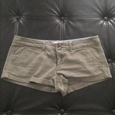 Olive Preppy American Eagle Short Shorts Perfect for any preppy event American Eagle Outfitters Shorts