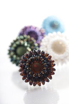 Seed bead jewelry Free pdf from Preciosa-Ornela. Easy ring ~ Seed Bead Tutorials Discovred by : Linda Linebaugh Beaded Necklace Patterns, Seed Bead Patterns, Beading Patterns, Bead Jewellery, Seed Bead Jewelry, Seed Beads, Craft Jewelry, Seed Bead Bracelets Tutorials, Free Beading Tutorials