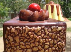 Parc de Francesc Macià, a Malgrat de Mar Caramel Apples, Picnic, Outdoor Decor, Desserts, Food, Exit Slips, Tailgate Desserts, Deserts, Essen