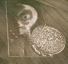 Ufopolis.NET: El polémico crop circle del alien y el disco mostraba la fecha del incidente de Roswell
