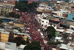 En fotos: Tomas aéreas de la caravana de Chávez en Catia