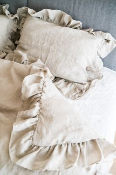 Linen ruffle bedding - made from 100% pure and softened linen in oatmeal color for your master bedroom. This linen ruffle bedding is breathable and antibacterial. Created from stonewashed linen, it feels gentle against the skin. t's Oeko Tex certified, which means, that it's free from harmful chemicals and is suitable for the most sensitive skin. #handmade #linenbedding #linenduvetcover #naturalduvetcover #linenpillowcover