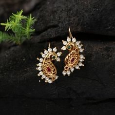 Peacock Nakshi Bugadi, Clip On Indian Jewelry Earrings, Gold Bridal Earrings, Jewelry Design Earrings, Gold Earrings Designs, Ear Jewelry, Jewelery, Silver Jewelry, Ring Designs, Antique Jewellery Designs