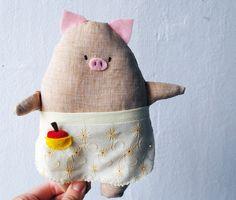 Farmer Pig Soft Toy with Felt apple, Linen Beige Sewn Toy Pig with Yellow Apron by KonfetaKroj on Etsy https://www.etsy.com/listing/189049434/farmer-pig-soft-toy-with-felt-apple